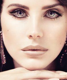 Lana Del Rey MU. Inner corner highlight, white on the waterline.