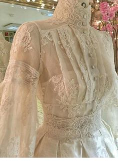 Mermaid Bateau Court Train Lace Wedding Dress with Bead Tesettür Gelinlik Modelleri 2020 Vestidos Vintage, Vintage Gowns, Mode Vintage, Vintage Outfits, Vintage Lace, Vintage Bride Dress, Vintage Bridal, Retro Outfits, Retro Vintage