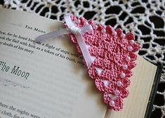 Crochet Bookmark Pattern, Crochet Bookmarks, Crochet Cross, Crochet Home, Thread Crochet, Crochet Gifts, Crochet Motif, Crochet Designs, Free Crochet