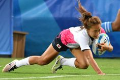 Japan's Marie Yamaguchi scores a try in the womens rugby sevens match between Kenya and Japan during the Rio 2016 Olympic Games at Deodoro Stadium in Rio de Janeiro on August 7, 2016. / AFP / Pascal GUYOT