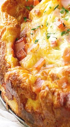 Strata, breakfast casserole, savoury french toast bake or bread pudding. It doesn't matter what you call this, it's totally delish! ❊