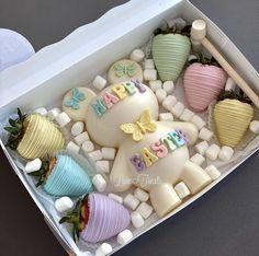 Dessert Boxes, Dessert Drinks, Party Desserts, Chocolate Covered Treats, Chocolate Bomb, Valentine Chocolate, Chocolate Hearts, Magnum Paleta, Strawberry Box
