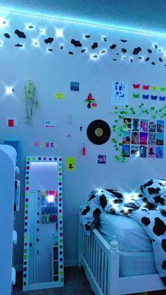Indie Room Decor, Cute Bedroom Decor, Room Design Bedroom, Aesthetic Room Decor, Girls Bedroom, Dream Teen Bedrooms, Bedroom Inspo, Chambre Indie, Pinterest Room Decor