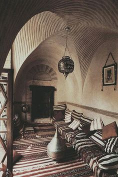 Such fabulous style.  Worthy of the chic-est nomads.  Moroccan design.