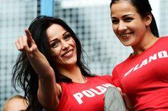 chicas-de-la-euro-girls-eurocopa-mujeres-2012-americanistadechiapas-sexy-pretty-hot-football-soccer-support-fans-fanatica-aficionada-futbol-poland-polacas-polska-smile-sonrisa-red-devils.jpg (600×399)