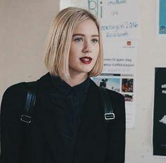 Noora Sætre from Skam Movies Like Twilight, Noora Skam Style, Skam Tumblr, Noora And William, Hair Inspiration, Beautiful People, Short Hair Styles, Makeup Trends, Hair Cuts