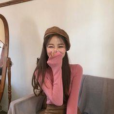 Image may contain: 1 person, indoor Pretty Korean Girls, Cute Korean Girl, Cute Asian Girls, Ulzzang Korean Girl, Ulzzang Couple, Ulzzang Fashion, Korean Fashion, Girl Korea, Western Girl