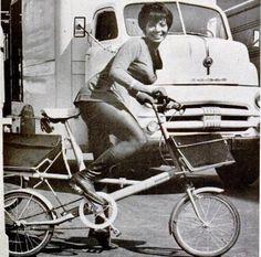 Nichelle Nichols - Uhura of Star Trek riding a Moulton bicycle. Nichelle Nichols, Star Wars, Star Trek Tos, Uhura Costume, Moulton Bicycle, Star Trek 1966, Star Trek Original Series, Star Trek Characters, Star Trek Universe
