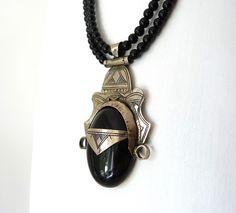 Onyx - Doppelreihige Onyxkette mit Tuareganhänger - ein Designerstück von krisztina-design bei DaWanda