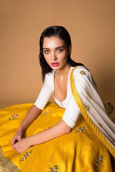 Amy Jackson Photos [HD]: Latest Images, Pictures, Stills of Amy Jackson - FilmiBeat Indian Bridal Wear, Indian Wear, Indian Attire, Indian Outfits, Ethnic Fashion, Indian Fashion, Trendy Fashion, Actress Amy Jackson, Indian Look