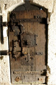 """""""the wooden jail was already marked with weather stains and other indications of age, which gave a yet darker aspect to its beetle browed and gloomy front. The rust on the ponderous iron work of its oaken door looked more antique than anything else in the new world."""""""