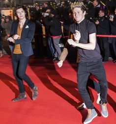 Narry gangnam style <3 Harry's like i hate this dance and song and Niall's all happy probably singing it in his head