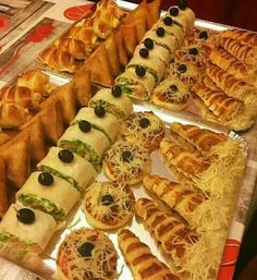 Libyan Food Party Food Themes Healthy And Unhealthy Food Bite Size Food Tunisian Food Arabian Food Mini Sandwiches Party Dishes Pain Pizza Party Food Buffet, Party Food Themes, Party Dishes, Food Dishes, Dips Food, Food Platters, Cena Show, Libyan Food, Plats Ramadan
