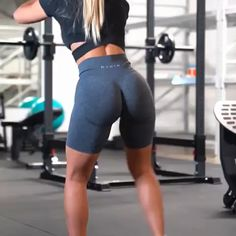 Health Fitness Gym for Great Exercise Tips and Health Information. Health Fitness : Fitness is as basic as health to our wellbeing. Leg Workout At Home, Leg Day Workouts, At Home Workouts, Video Sport, Fitness Studio Training, Workout Bauch, Thigh Exercises, Leg Exercises With Weights, Legs Day