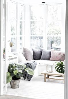 a monochromist: Bright Nordic Villa