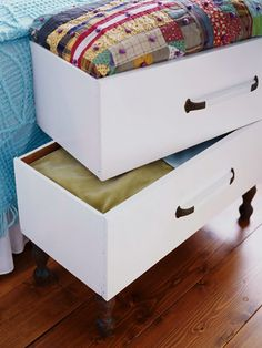 Love the stackable drawers and the bottom one has legs. old drawers repurposed as end of the bed storage boxes for linens Bed Storage, Storage Drawers, Storage Ideas, Blanket Storage, Storage Chest, Craft Storage, Creative Storage, Pillow Storage, Drawer Ideas