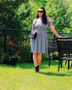 GlamorChic: BLACK AND WHITE SUMMER CHIC #outfits #summerstyle #dress Summer Chic, Summer Looks, New Trends, Chic Outfits, Fashion Photography, Shoulder Dress, Ootd, Black And White, Fashion Trends