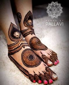 Check beautiful & easy mehndi designs 2020 ideas for mehandi ceremony. Save these latest bridal mehandi designs photos to try on your hands in this wedding season. Dulhan Mehndi Designs, Mehandi Designs, Mehndi Designs Feet, Legs Mehndi Design, Modern Mehndi Designs, Mehndi Design Pictures, Heena Design, Modern Henna, Rangoli Designs
