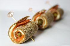 Рулетики с семгой и корнишонами : Закуски и бутерброды