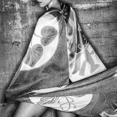 This is painted in 100% charmeuse silk . . . #seda #hechoamano #seda #dreamluxe #lushaccent #handpaintedscarf #handpaintedsilkscarf #artscarf #handmadescarf #silkscarf #silkpainted #arttowear #contemporary #design #artistoninstagram #smallbusiness #losangeles  #認定講座 #independentdesigner #madeinLA#ilovehandmade  #design#love #instalove #handmade #mummylife #handmadegifts #mamma #instamums smallmovement #unique