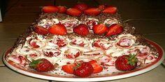 Торт «Вишня под снегом»  Этот десерт является не только вкусным, но и красивым, эффектно дополнит ваш праздник. Обязательно возьмите на заметку. Ингредиенты:   масло – 1 пачка;  пшеничная мука – 0,5 килограмма;  сметана – 1000 грамм;  сахар – 1/2 киллограмма;  сода — 5 грамм;  соль –