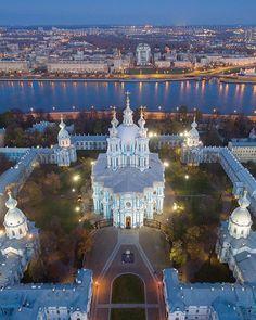 Smolny Cathedral, Saint-Petersburg  Со Смольного собора, наконец-то, сняли леса и он предстал перед нами во всей своей красе