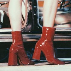 2018 Autumn Winter new style European and American foreign trade modeling fashion show ankle boots patent leather chunky boots aestheticshoes Aesthetic Shoes, Red Aesthetic, Aesthetic Vintage, Aesthetic Clothes, Aesthetic Grunge, Aesthetic Bedrooms, Aesthetic Fashion, Dr Shoes, Me Too Shoes