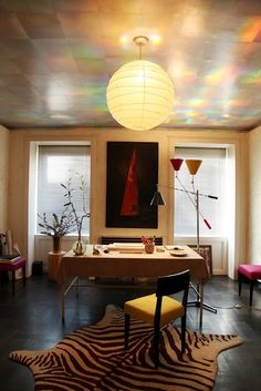 Another stunning interior design by Albert Hadley. The ceiling is downright sumptuous! Home Office, Office Decor, Office Spaces, Modern House Design, Modern Interior Design, Albert Hadley, Workspace Design, Ceiling Design, Beautiful Space