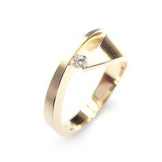Daisy Ring by Cardillac, in 18K yellow gold and diamond #ring #daisy #cardillac #engagementring #weddingring #contemporaryjewellery #goldjewellery #diamondring