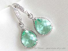 Bridemaid Spring green crystal quartz pendant drop by gems4uuu, $22.99