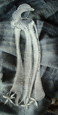 Subtilní krása / Zboží prodejce Magenci   Fler.cz Lace Art, Lace Jewelry, Bobbin Lace, Lace Detail, Arts And Crafts, Bruges, Embroidery, Silhouettes, Pattern