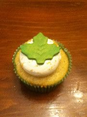Vanilla cake with Apple Butter Whipped Cream filling and Maple icing. Gold dusted fondant leaf decoration.