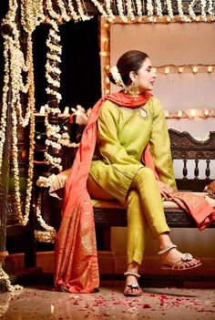 Pakistani Dresses Party, Diwali Dresses, Bridal Mehndi Dresses, Shadi Dresses, Pakistani Wedding Outfits, Pakistani Wedding Dresses, Pakistani Dress Design, Stylish Dress Designs, Dress Neck Designs