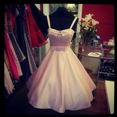Baby pink with collar and bow Vintage Inspired Fashion, Frocks, Salsa, Ball Gowns, Bows, Style Inspiration, Formal Dresses, Pink, Ballroom Gowns