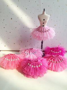 He encontrado este interesante anuncio de Etsy en https://www.etsy.com/es/listing/129856030/pink-series-layered-tulle-skirt-for