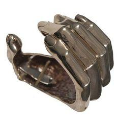 Création Bernard Delettrez, Bracelet manchette main en bronze.