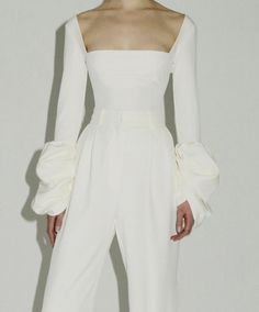 Cute Dresses Going Out White Fashion, Look Fashion, Fashion Outfits, Fashion Design, Mode Lookbook, Bridal Jumpsuit, Mode Inspiration, Everyday Fashion, Passion For Fashion