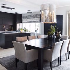 På vei hjem til Oslo 🌿 - mondointerior Elegant Dining Room, Dining Room Design, Dining Room Table, Open Plan Kitchen Living Room, Home Decor Kitchen, Home Interior Design, Interior Decorating, Estilo Interior, Esstisch Design
