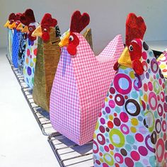 Handbag Hens - Papier Mache Craft for Mums Chicken Craft! Try this with a cereal box.Make a mamma hen Should you love arts and crafts a person will enjoy this website! Kids Crafts, Crafts To Do, Easter Crafts, Arts And Crafts, Diy Projects To Try, Craft Projects, Craft Tutorials, Craft Ideas, Chicken Crafts