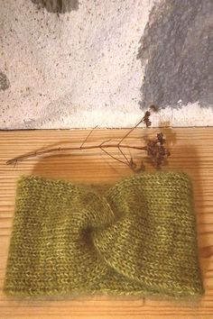 A bind off later. by Yarn: BFL held douYou can find Knit headband . Knit Headband, Bind Off, Straw Bag, Burlap, February, Reusable Tote Bags, Knitting, Hessian Fabric, Tricot