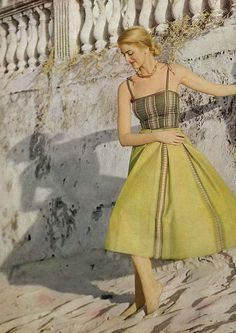 Stripes and lizard-esque hues make up this timelessly pretty early summer look. Carmen Dell'Orefice, Vogue ] May wearing Tina Leser Vintage Fashion 1950s, Fifties Fashion, Vintage Vogue, Fifties Style, Vogue Fashion, Fashion Models, Fashion Brands, Fashion Guide, Fashion Designers