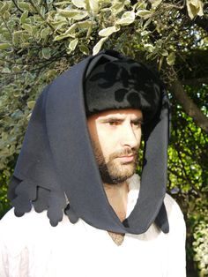 Mens medieval headwear. Handmade on Etsy.  Wool and velvet chaperon. Hey, I found this really awesome Etsy listing at https://www.etsy.com/uk/listing/464695424/medieval-mens-15th-century-chaperon