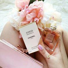Imagem de chanel, perfume, and flowers