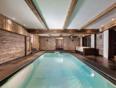 "Indoor Pool im Keller der #Immobilie ""The Peak"""