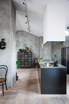 Hence, in case you are trying to place money to your own kitchen, here are a few remodelling suggestions to make the most of your own kitchen's worth. Kitchen is easily the most significant part your… Kitchen Furniture, Kitchen Interior, Kitchen Dining, Kitchen Decor, Kitchen Grey, Küchen Design, House Design, Design Ideas, Industrial Interiors