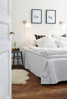 All (almost) white bedding . Cozy Bedroom, Dream Bedroom, White Bedroom, Master Bedroom, Best Interior, Interior Design, Interior Ideas, Eclectic Decor, Home Renovation