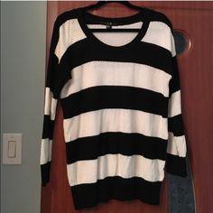 Forever 21 sweater size M Forever 21 sweater size M. Great condition. Forever 21 Sweaters Crew & Scoop Necks