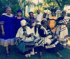 Xhosa Attire, African Attire, African Dress, African Traditional Wear, Traditional Wedding, How To Look Pretty, African Fashion, Casual Wear, Retro Fashion