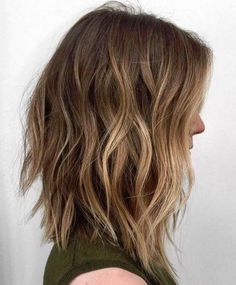 The long bob hairstyles are very common among women. Not too short, not too long, the long bob haircut is reasonable length. Browse the last long bob haircuts. Long Choppy Bobs, Choppy Lob, Long Bobs, Choppy Bob Hairstyles Messy Lob, Layered Hairstyles, Trendy Hairstyles, Natural Hairstyles, Medium Choppy Bob, Wavy Lob Haircut