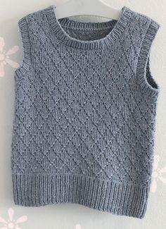Knitting For Kids, Baby Knitting, Crochet Baby, Knit Crochet, Knit Baby Sweaters, Knitted Baby Clothes, Knit Vest Pattern, Knitting Patterns, Knitting Designs